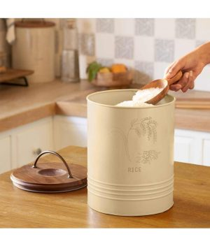Rice storage barrel with wooden lid